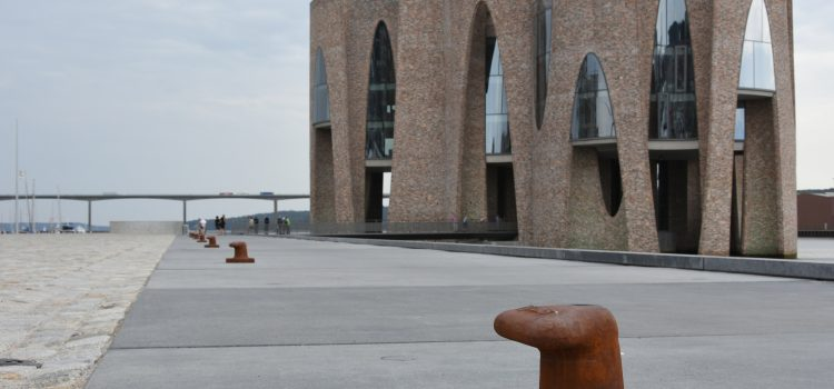 En eftermiddag med kunst og arkitektur ved Vejle Fjord